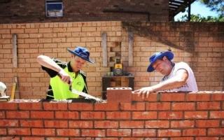 Лайфхак: что делает каменщик, цена за работу, оборудование