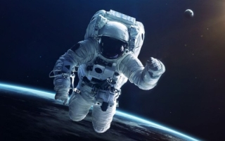 А вы знаете чем именно занимается космонавт на работе